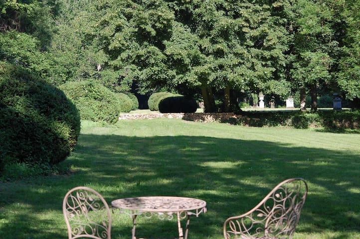 Chambre à Chevreuse dans un parc historique