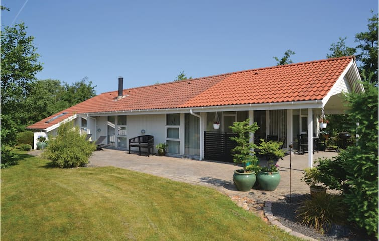 Holiday cottage with 3 bedrooms on 91m² in Hemmet