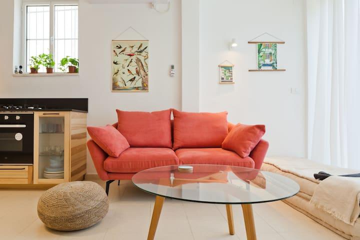 Sunny Apartment In Old Jaffa Tel-Aviv by the beach