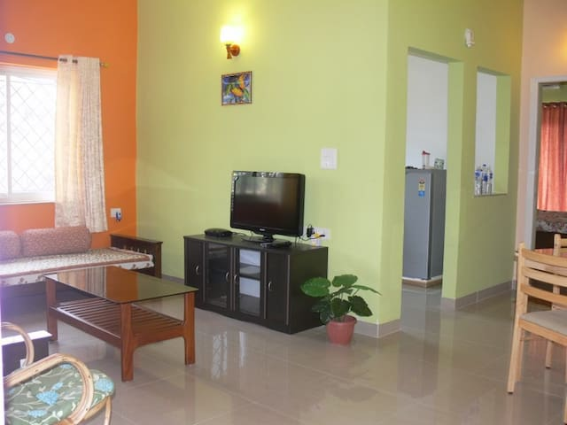 Luxurious pool view Apartment - Saligao - Apartamento