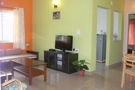 Luxurious pool view Apartment - Saligao - Appartement
