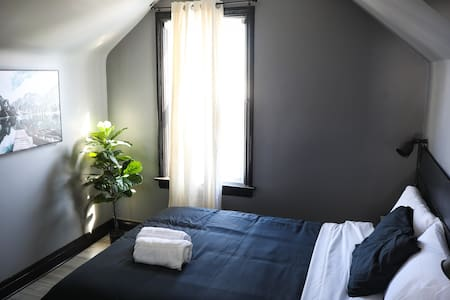 Private Bedroom - Downtown Cambridge (West Galt-4)