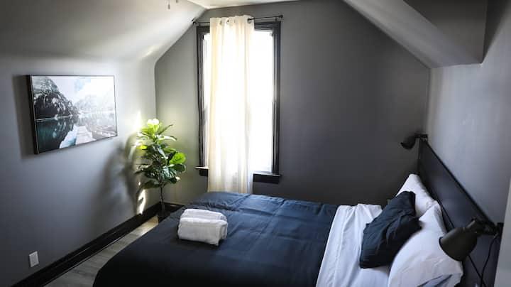 Private Bedroom - Downtown Cambridge (West Galt-4)