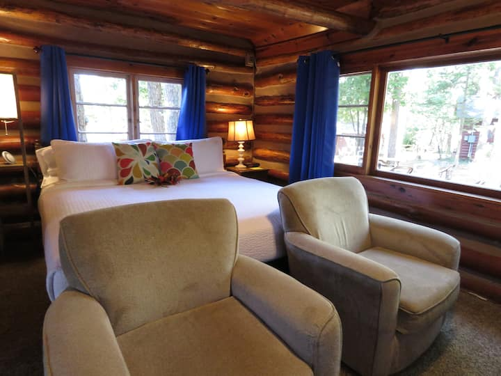 4 - Log Cabin w/ King Bed - Tall Pines Inn