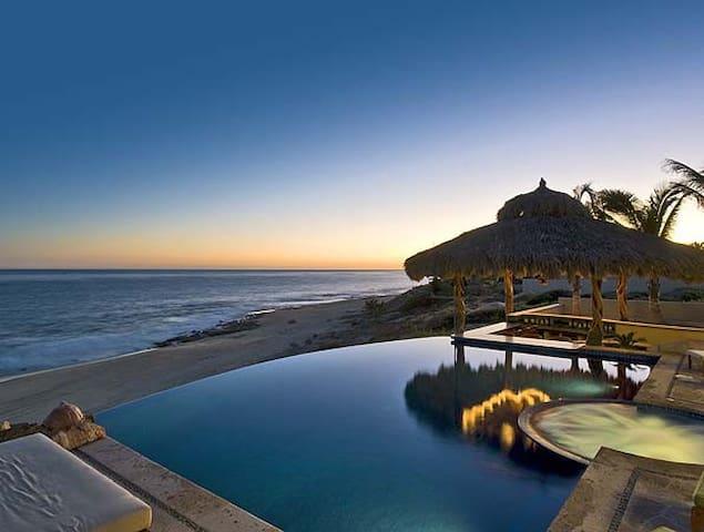 Beachfront House Infinity Pool