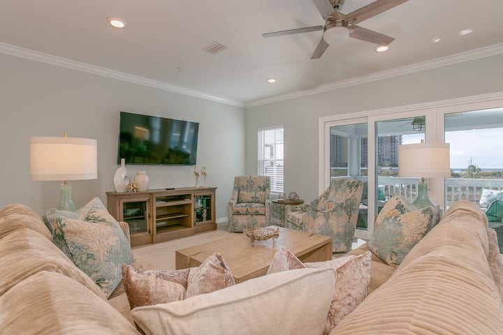 Spacious, Inviting Townhome, Beach Service Included, Walk To The Gulf