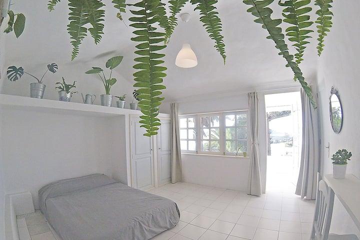 De Arriba Room
