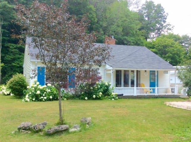 Rancho Relaxo Cottage in Port Stanley this Spring! - Port Stanley - Cabaña