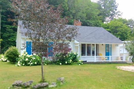 Rancho Relaxo Cottage in Port Stanley this Spring! - Port Stanley