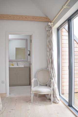 Super king bedroom with en-suite shower room