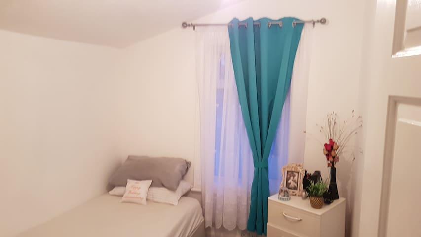 Nice cozy room to sleep n relax