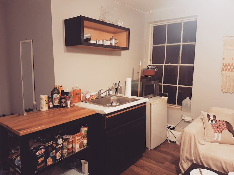 Little Kitchen (left side of the studio)
