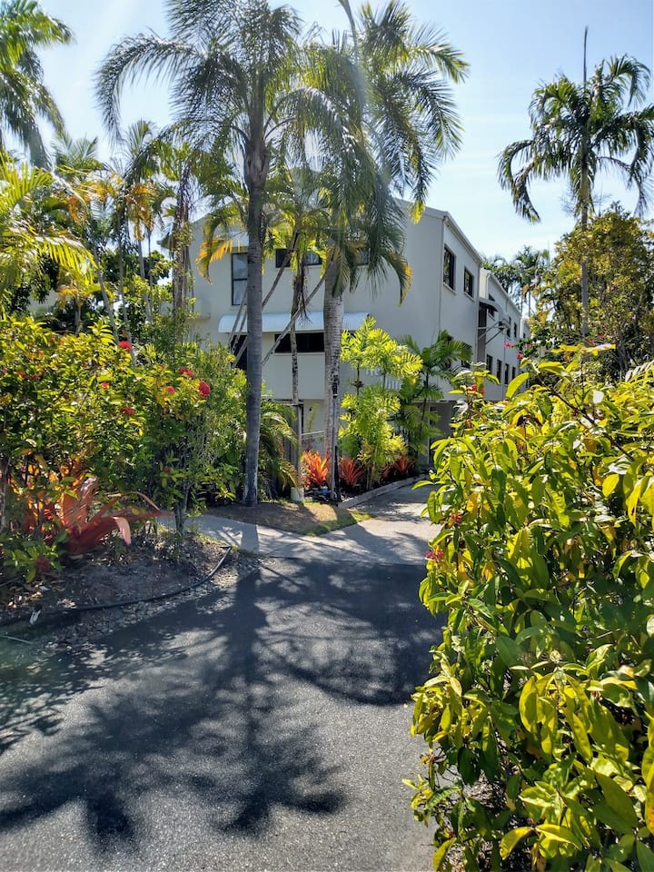 JaCs Place in the Heart of Port Douglas