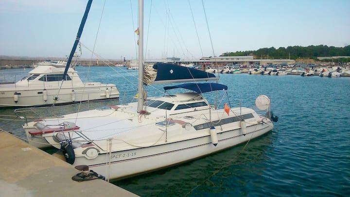 Barco-catamaran para 9 pers. en L'Escala (Girona)