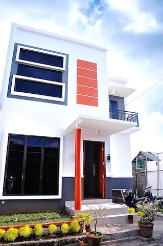 Rumah disewakan Full Furniture, AC,Air Panas,Dapur