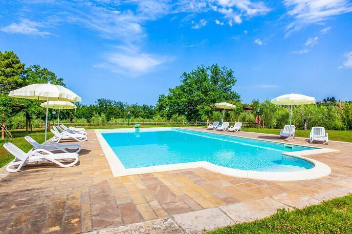 Quaint Farmhouse in Capannoli with Swimming Pool