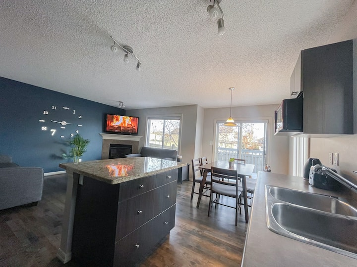 🗂BUDGET FRIENDLY 👨👩👦👦Home in south west Edmonton 📍