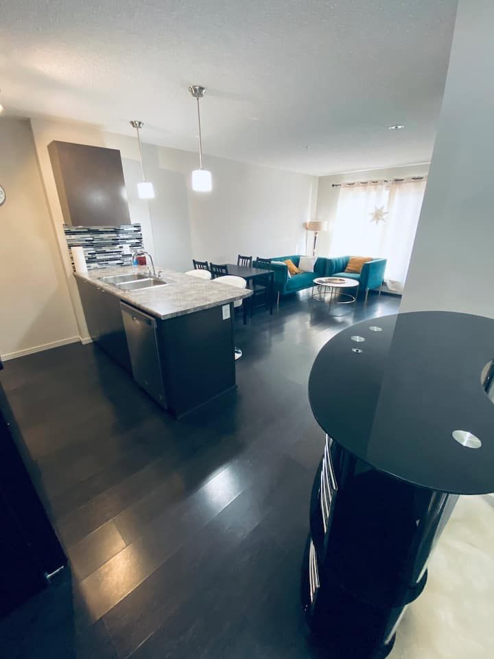 Beautiful Entire Condominium Edmonton