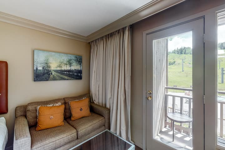 Mountain view, ski-in/out hotel room w/ WiFi & shared hot tub, outdoor pool, gym