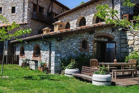 Apartamento jardín niños naturaleza Garrotxa - Oix - Villa