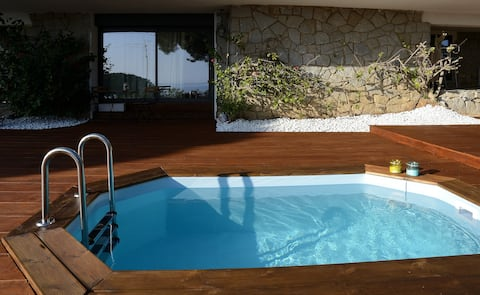Peaceful and well equipped with private hot tub
