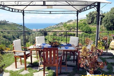 3 Appartementen met prachtig uitzicht op zee! - Pompeiana - Byt