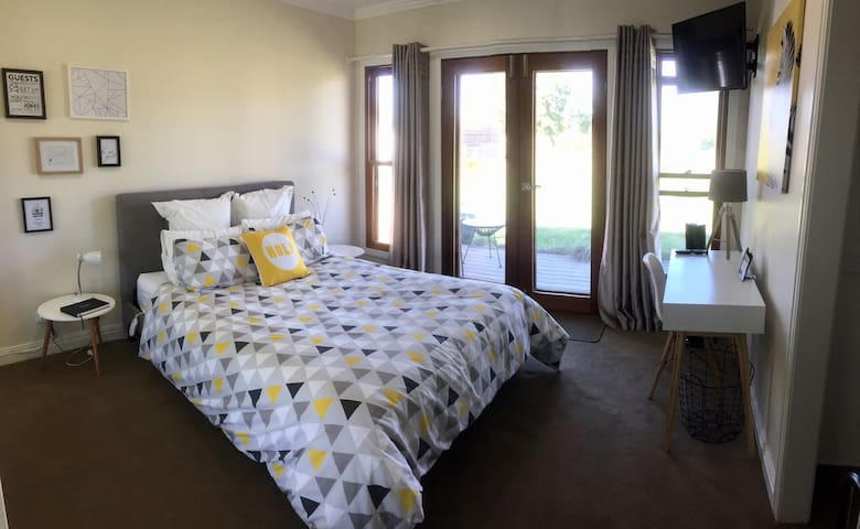 Karibu Guest Room - Effortless Luxury in Benalla - Benalla - Ev