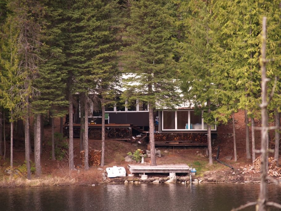 Fabulous black lake cabin cottages for rent in colville for Washington state cabins for rent
