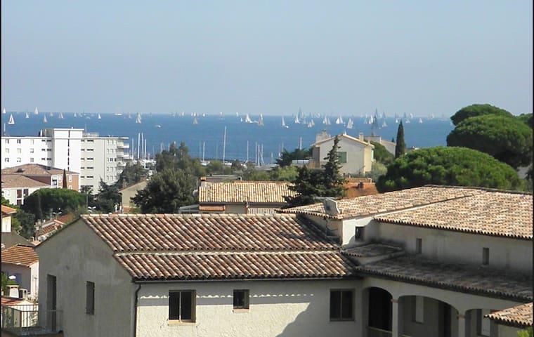 2e et dernier étage avec terrasse - vue mer - Sainte-Maxime - Lakás