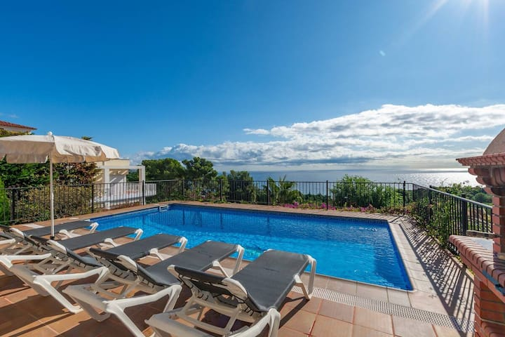 Villa with incredible sea views