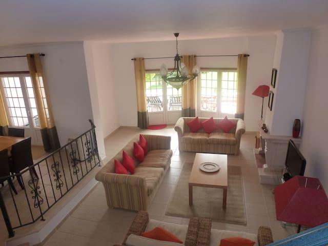 Spacious Family Villa in Praia d'el Rey, Portugal - Amoreira - Huis