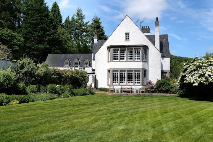Traditional 8 Bed Home on the Banks of the Deveron