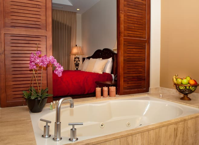 There is a jacuzzi in the bathroom of the main room, take a bath and relax!