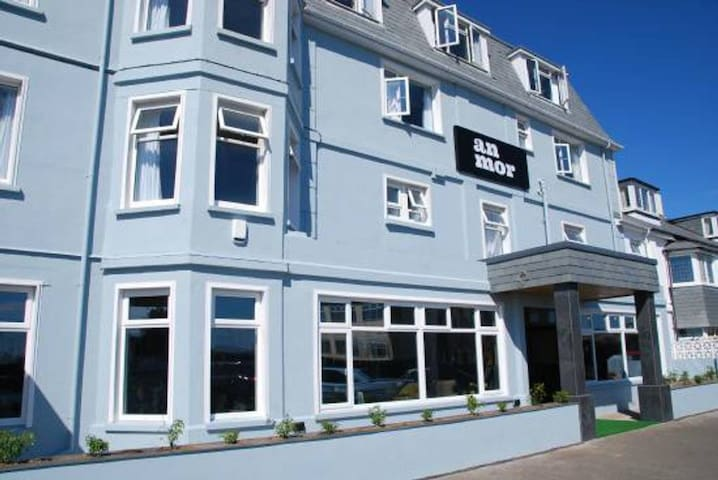 An Mor Hotel | Small Room | King Bed | Breakfast Inc | Town Centre