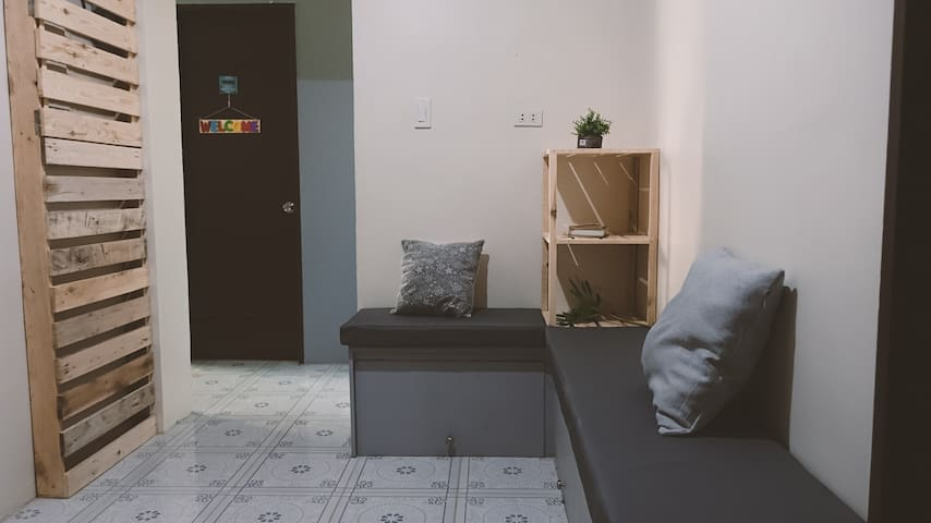 Across Hostel- Cozy room for 2 near Iloilo Airport