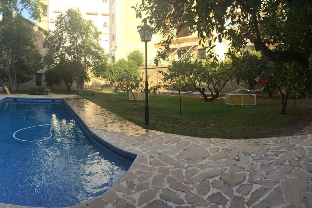 Castillo con piscina en liria castillos en alquiler en for Camping con piscina climatizada en comunidad valenciana