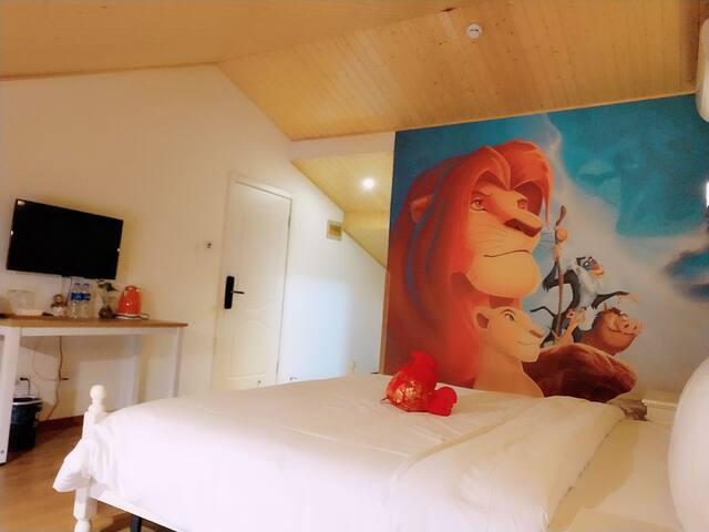 上海【九月.宿】狮子王辛巴主题大床房(迪士尼免费接驳)