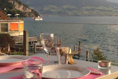 On the waterfront - amazing & powerful ambiance - Vitznau - Appartement