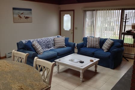 Updated Beach Home with Amenities! - Old Lyme - 獨棟