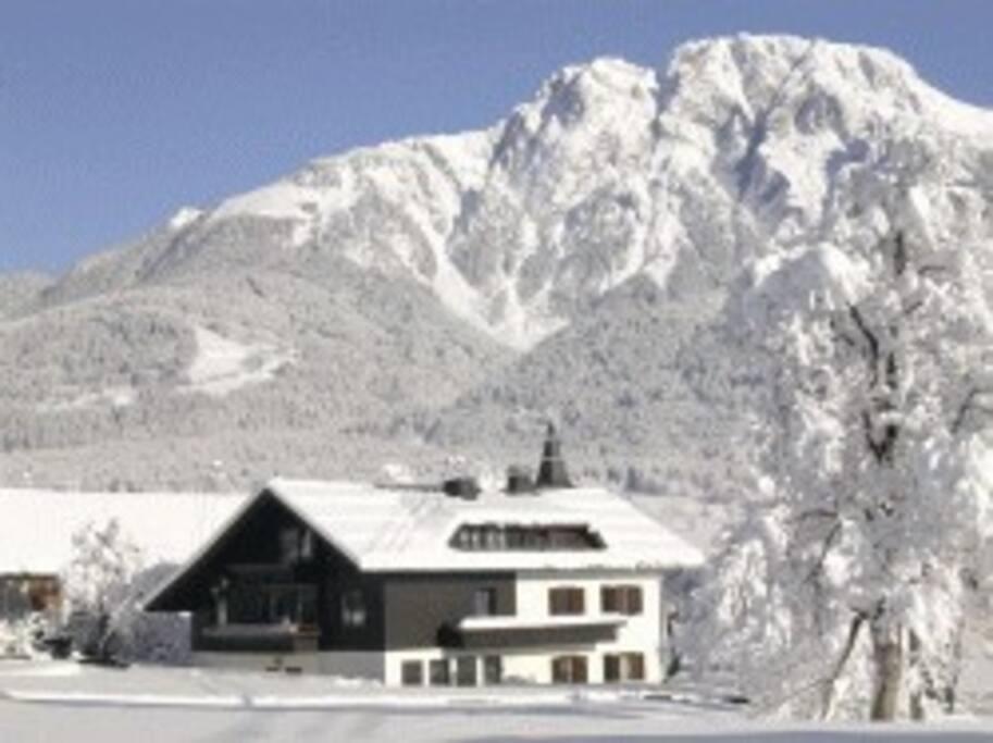 Hohe Schneesicherheit und zahlreiche Wintersportaktivitäten im Winter