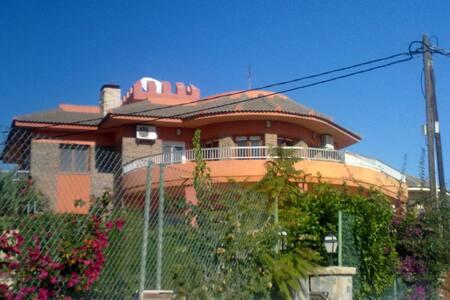Villa con vistas al mar - エルカンペッロ - 別荘