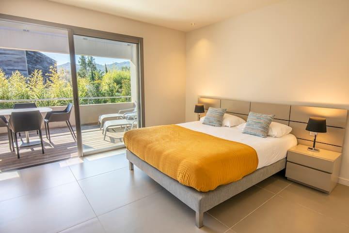 Luxury Studio with terrace Santa Giulia beach