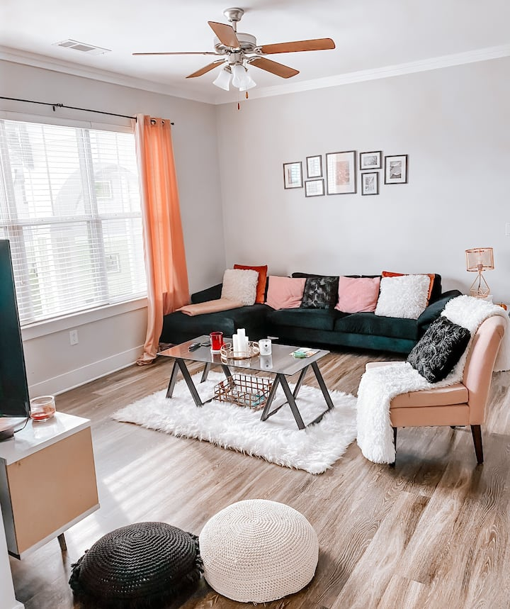 Modern Furnished Apartment in Marietta!