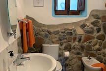 Ivy Cottage Bathroom