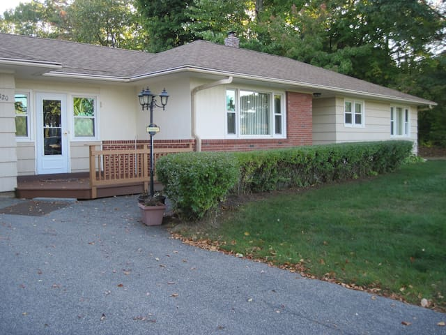 3 Bedroom Ranch Home in the Heart of Weirs Beach - Laconia - Casa