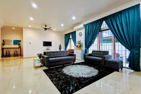Panda Homestay: 2 Storey SemiD Malacca City Center