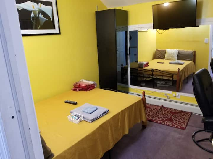 LOVELY 1 BED ROOM 10 MIN FR JFK WITH PRIVATE PORCH