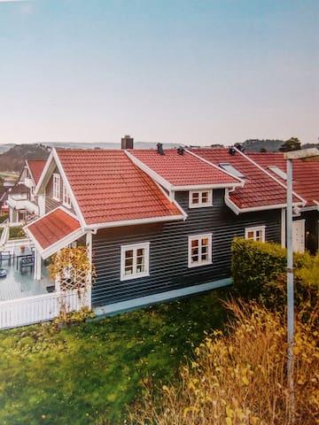 Koselig hus på Fagerholt, Kristiansand. - Kristiansand - Casa