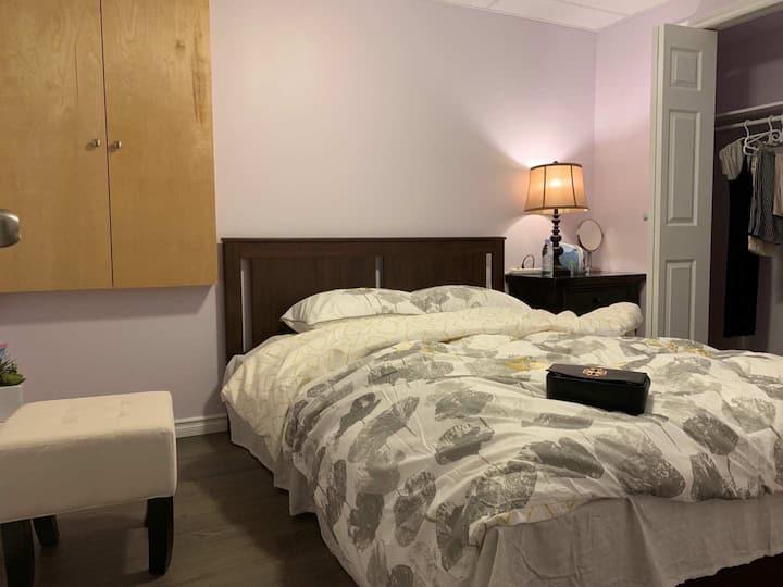 我们的套间房是新装修的,所有家私都是新买的,会带给你你温馨舒适的感觉!