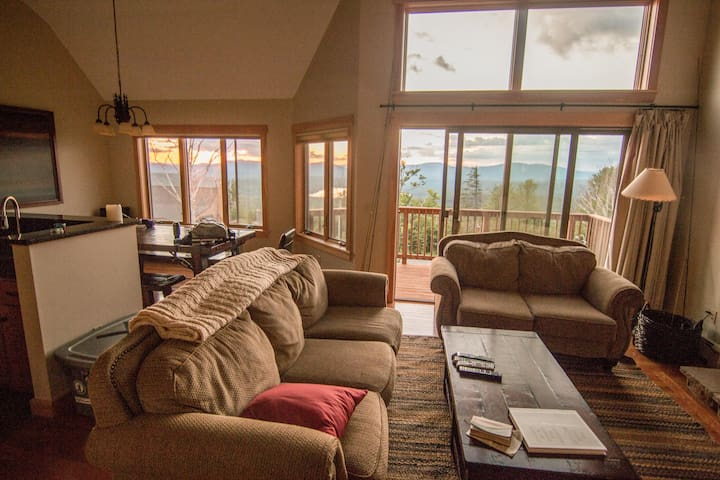 Saddleback On-Mountain Condo-Great Views & Comfort